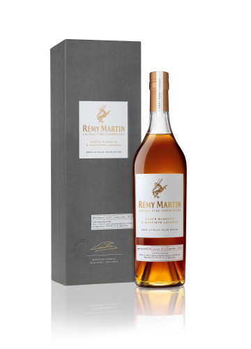 Remy Martin Carte Blanche BOUTEILLE_COFFRET RVB new.jpg